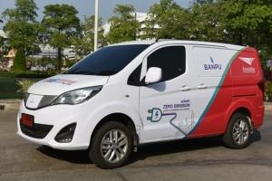 รถตู้ไฟฟ้า สามารถขับเคลื่อนได้ในระยะทางประมาณ 250-300 กิโลเมตร บรรทุกสิ่งของได้ 300-700  กิโลกรัม