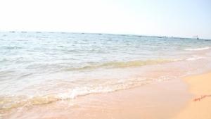 ใสราวกระจกก็ทะเลจอมเทียนนี่แหละ ทำนักท่องเที่ยวไทย-เทศแห่สัมผัส