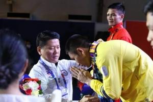 """""""บุญลือ"""" ป.กมธ.กีฬามอบเหรียญ """"ฉัตรชัยเดชา"""" คว้าทอง เดินหน้าผลักดันเงินค่าตอบแทนนักกีฬาไทยให้คุ้มค่า"""