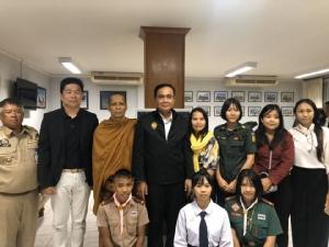 """""""ลุงตู่"""" โพสต์ชื่นชมเด็กเก่งสอบได้ทุนเรียนเกาหลี หลังเคยพบกันตอนน้ำท่วมอุบลฯ"""
