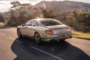 Bentley Flying Spur  ซีดานรุ่นใหญ่หัวใจ W12