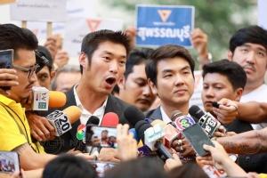 """สู้เพื่อตัวเอง! """"เสรี"""" ขอ """"ทอน"""" ยกเลิกการชุมนุมที่สกายวอล์ก หยุดทำร้ายคนไทยประเทศไทย"""