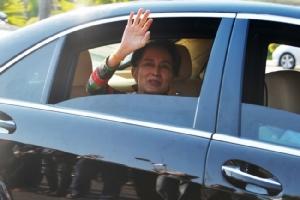 ฝูงชนชาวพม่ารวมตัวกันแน่นถนนรอรับ 'แม่ซู' กลับประเทศหลังเสร็จภารกิจกรุงเฮก