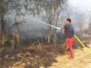 ไฟไหม้กองขยะเทศบาลหัวหินลามไหม้ป่าวอด สายไฟฟ้าสายสื่อสารเสียหายยับ