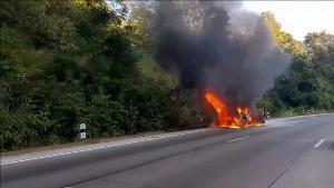 เผยนาทีระทึก! ไฟไหม้รถกลางดอยขุนตาล สาวอุดรฯ เช่าขับจากสนามบินเชียงใหม่หนีรอดหวุดหวิด