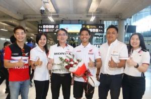 """""""ก้อง-สมเกียรติ"""" รองแชมป์ """"เซปัง 8 ชั่วโมง"""" กลับถึงไทย"""