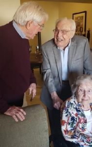 ปลื้มปริ่ม! คู่รักคุณทวดอายุมากสุดในโลกรวม 211 ปี ฉลองแต่งงานครบ 80 ปี