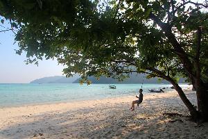 """""""หมู่เกาะสุรินทร์"""" สวยใสจับใจ หนึ่งในแหล่งดำน้ำตื้นที่ดีที่สุดในไทย"""