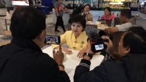 """""""ศรีนวล"""" ขอบคุณ """"ธนาธร"""" ปล่อยเป็นอิสระ เผยตั้งแต่โหวตสวนไม่ยอมคุยด้วยยกมือไหว้ก็ไม่รับ-จ่อซบภูมิใจไทย"""