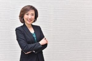 นางสาววีณา เลิศนิมิตร ผู้ช่วยผู้จัดการใหญ่ ผู้บริหารสายงาน Investment Banking ธนาคารไทยพาณิชย์ จำกัด (มหาชน) ในฐานะที่ปรึกษาทางการเงิน