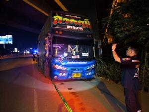 ลุงวัย 51 ขับรถบัสรับส่งพนักงาน นอนเสียชีวิตภายในรถ