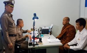 """อ่วม! แจ้งดำเนินคดี 8 ข้อหา """"พระเขมร"""" สวมบัตร ปชช.คนไทย ขณะญาติโยมยังศรัทธาแห่ให้กำลังใจ"""