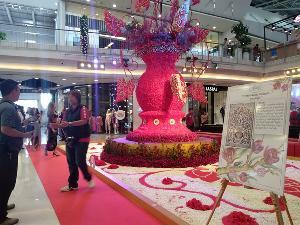 """ไปดูให้ได้ """"ดอกบูรณฆฏะ"""" ยักษ์! ศิลปินเชียงรายร่วมกับห้างดังจัดประติมากรรมดอกไม้นำร่องงานเทศกาลปีใหม่"""