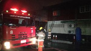 วอด ! ไฟไหม้ร้านขายเสื้อผ้ามือสองแหล่งใหญ่สุดของแม่สอดลามโกดังบ้านไม้สัก 2 ชั้นเสียหายทั้งหลัง
