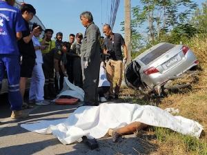 เก๋งหลับในชนประสานงาซาเล้งบนถนนถนนเลียบคลองห้าตาย 3