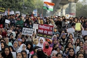 "In Clip: ประท้วงกม.สัญชาติอินเดียฝ่าแบน-ตัดสัญญาณอินเตอร์เนต ดับเพิ่ม 23 – ""มหาเธร์"" ขอวิจารณ์"