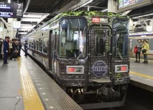 ญี่ปุ่นทำขบวนรถไฟธีม HYDE นักร้องวงร็อค L'Arc-en-Ciel