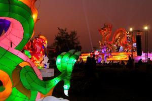 (ชมคลิป) สีสันมาเต็ม! ปากน้ำโพเปิดอุทยานสวรรค์จัดเทศกาลหุ่นโคมไฟโชว์สุดอลังการรับปีใหม่