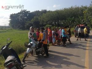 สลด! แรงงานชาวพม่าขี่ จยย.แหกโค้งพุ่งตกลงไปในนา หัวฟาดพื้น-คอหักดับคาที่