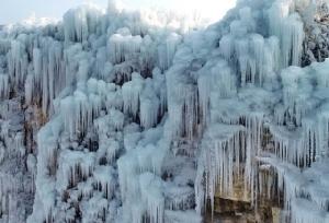 ยลม่าน 'น้ำตกแข็งค้าง' งดงามชวนตะลึง