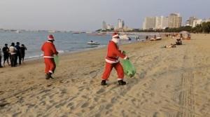 """Rubbish Communication จัดกิจกรรม """"ซานต้าคลอส เก็บขยะชายทะเลพัทยา"""""""