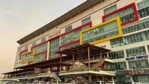 เบิ่งศูนย์การค้ายักษ์เวียงจันทน์ จากตลาดเช้าถึงลาวไอเต็ก