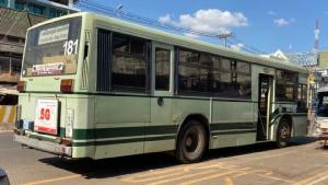 รถเมล์เกียวโตบัส ขนาด 22 ที่นั่ง (คันนี้ไปสนามบินวัดไต คนละคันกับที่ไปลาวไอเต็ก)
