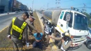 ระทึก!!ตำรวจไล่กวดสิบล้อคลั่งยาบนถนนเพชรเกษม
