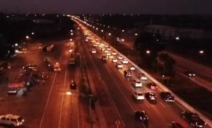 ยิ่งดึกยิ่งแน่น!  ถนนสายเอเชียช่วงผ่านชัยนาท ปริมาณรถหนาแน่น