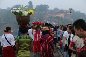 นักท่องเที่ยวทะลักสังขละบุรี หลังหยุดยาวเทศกาลปีใหม่