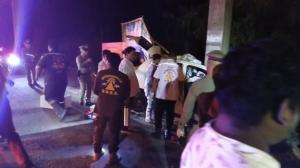 นครปฐมประเดิม 7 วันอันตรายศพแรก หนุ่มซิ่งเก๋งชนเสาไฟฟ้าดับติดคาซากรถ