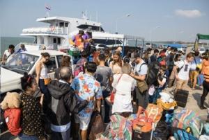 ดูแลเข้มนักท่องเที่ยวเข้าเกาะกูด-เกาะรัง จ.ตราด หลังพบมีมากกว่าพันคนต่อวัน