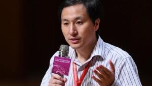 """ศาลจีนสั่งจำคุก """"นักวิทยาศาสตร์"""" ปรับแต่งยีนเด็กต้านเอชไอวี"""