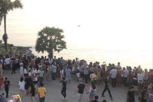 ภูเก็ต – พังงา นักท่องเที่ยวชาวไทยและชาวต่างชาวร่วมส่งอาทิตย์แสงสุดท้ายของปลายปี 2562 คึกคัก