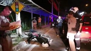 โจ๋ 15 ถูกอริขับรถไล่ฟัน ซิ่งหนีรถเสียหลักแหกโค้งดับคาที่ กล้องวงจรปิดจับภาพถูกกระทืบซ้ำก่อนตาย