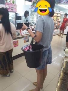 ประมวลภาพเขาใช้อะไรแทนถุง! เมื่อห้างสรรพสินค้าและร้านสะดวกซื้องดแจกถุงพลาสติก