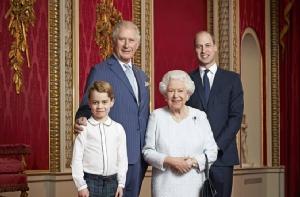 อังกฤษเผยแพร่พระบรมฉายาลักษณ์ 'ควีน' พร้อมว่าที่กษัตริย์ 3 รุ่นต้อนรับทศวรรษใหม่