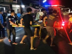 พังยับเยิน! ผู้ช่วยพยาบาลสาวขับรถกลับจากโรงพยาบาล เกิดหลับในชนเสาไฟฟ้าหัก จยย.ยับเป็นเศษเหล็ก ชาวบ้านเกือบ 10 คนรอดหวุดหวิด