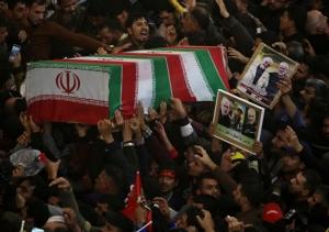 """In Clip: ทรัมป์พร้อมโจมตี 52 จุดทั่วอิหร่านถ้าเตหะรานคิดล้างแค้น –ปชช.ในอิรักหลายหมื่นไว้อาลัย """"สุไลมานี"""" แบกแดดโดนจรวดลงรอบใหม่"""