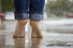 โรคเท้าเป็นรู ต้นเหตุทำให้เท้าเหม็น