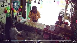 หญิงร้ายชายชั่วตีเนียนซื้อน้ำ เจ้าของร้านเผลอฉกเงินบุญจากต้นผ้าป่า
