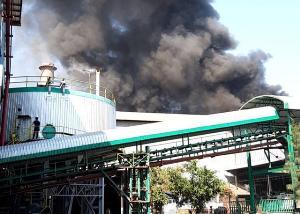 หวิดวอด! คาดเครื่องร้อนจัดไฟลุกไหม้สายพานโรงงานน้ำตาลรวมผล