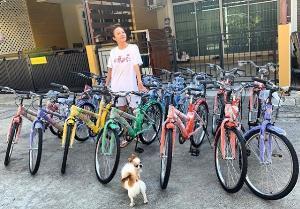 """นางฟ้ามาแล้ว วันเด็กปีนี้ """"จ๊ะ อาร์สยาม"""" มอบจักรยานให้น้องๆ 15 คัน"""