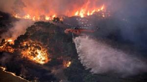 ไฟป่าที่กำลังผลาญทวีปออสเตรเลีย วอดแล้วกว่า 10 ล้านเฮคเตอร์ เทียบขนาดพื้นที่เกือบเท่าประเทศอังกฤษ  (ภาพเอเจนซี)