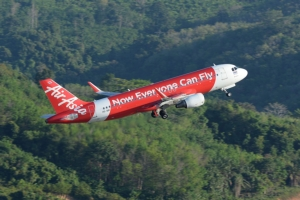 """""""ไทยแอร์เอเชีย"""" ติด 1 ใน 10 สายการบินที่ตรงเวลาที่สุดของโลก"""