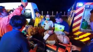 รถตู้เจ้าอาวาสวัด จ.อุบลฯ หลับในพุ่งชนต้นไม้บาดเจ็บ 3 เจ้าอาวาสหวิดขาขาด