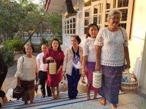 ฟื้นวิถีไทย หิ้วปิ่นโตทำบุญช่วยลดใช้ถุงพลาสติก แถมถวายผลิตภัณฑ์สมุนไพร