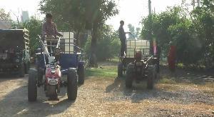 หลวงพ่อจัดให้! วัดป่าเลไลย์ อุทัยธานี เจาะน้ำบาดาลแจก ชาวบ้านขับรถไถ-รถอีแต๊กต่อคิวขนน้ำทั้งหมู่บ้าน