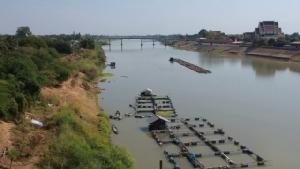 ภัยแล้งเดือดร้อนไปทั่ว กลุ่มเลี้ยงปลากระชังต้องถอยแพปลาออกกลางแม่น้ำเจ้าพระยา