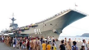 คลื่นเด็กนับหมื่นแห่ชมแสนยานุภาพเรือหลวงจักรีนฤเบศร ในวันเด็กแห่งชาติ